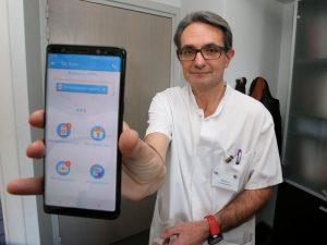 Pour améliorer le suivi des femmes opérées d'un cancer, ce médecin lance une appli